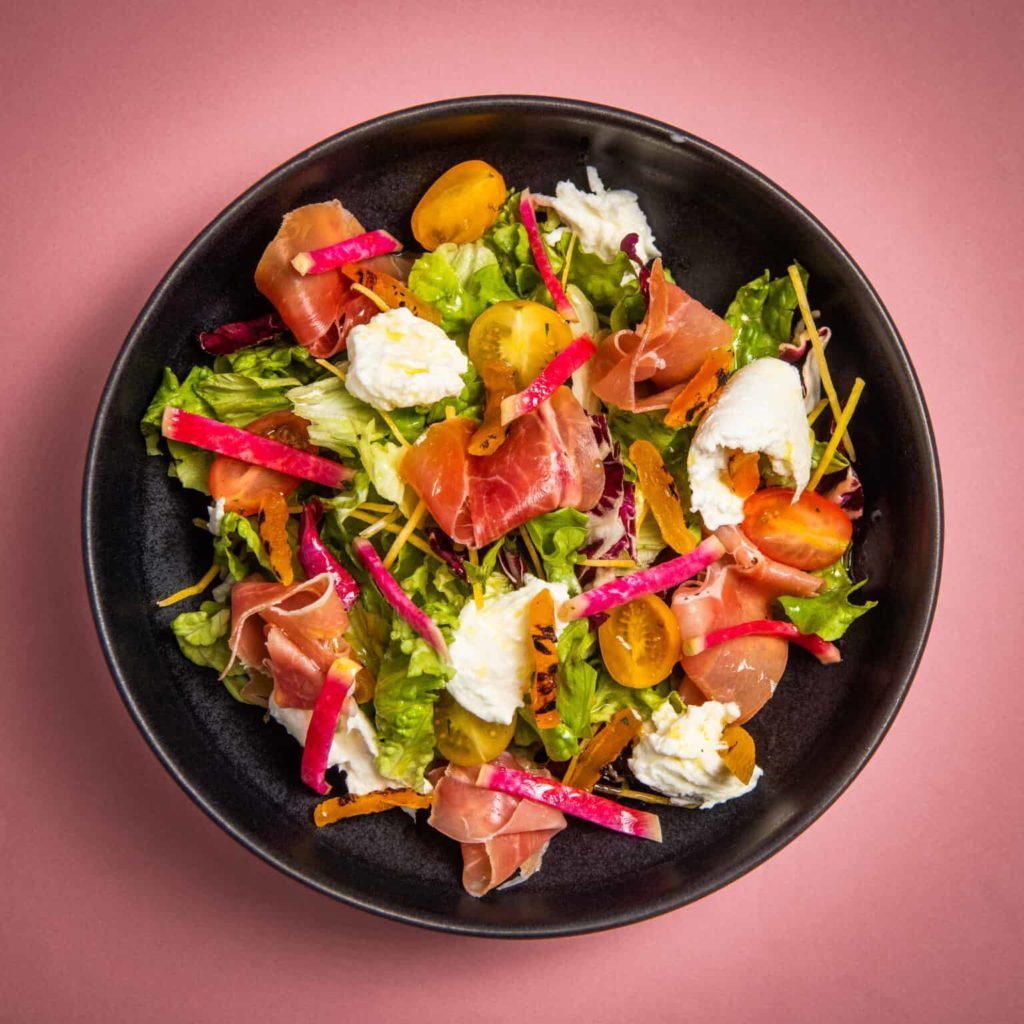 Mediterrane salade met serranoham